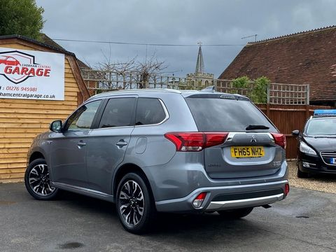 2016 Mitsubishi Outlander 2.0h 12kWh GX3h CVT 4WD (s/s) 5dr - Picture 15 of 33