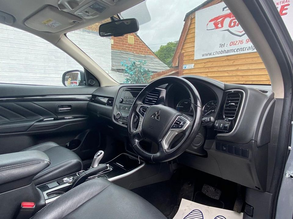 2016 Mitsubishi Outlander 2.0h 12kWh GX3h CVT 4WD (s/s) 5dr - Picture 21 of 33