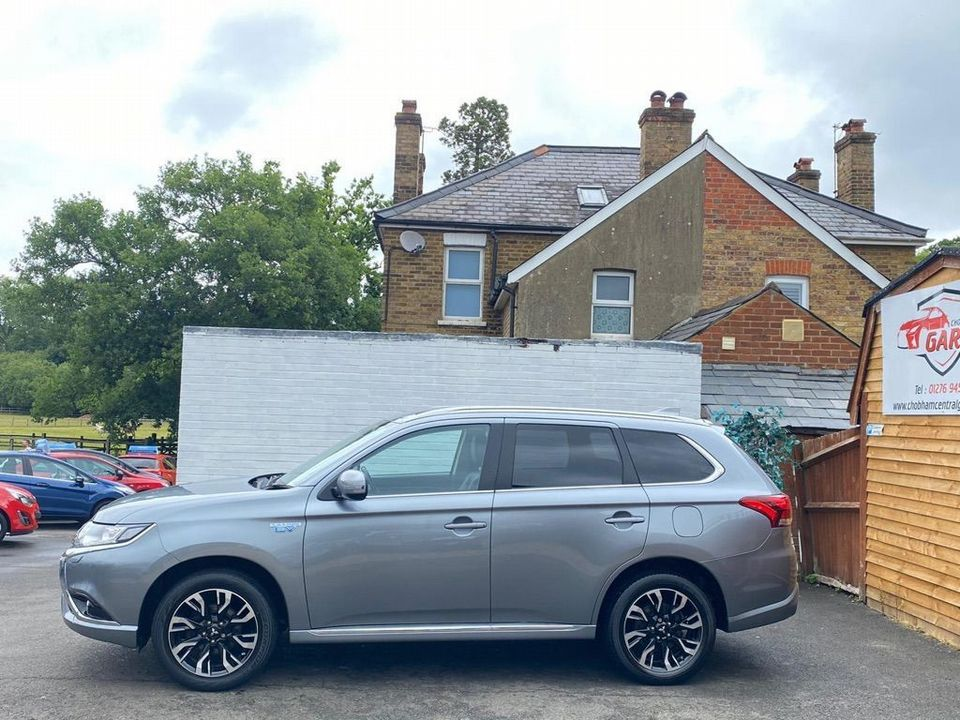 2016 Mitsubishi Outlander 2.0h 12kWh GX3h CVT 4WD (s/s) 5dr - Picture 9 of 33