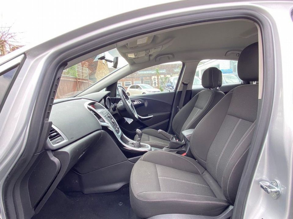 2013 Vauxhall Astra 2.0 CDTi ecoFLEX SRi (s/s) 5dr - Picture 12 of 35