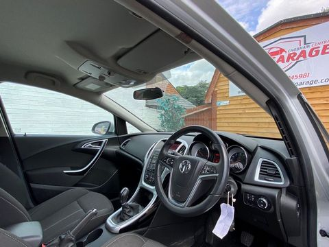 2013 Vauxhall Astra 2.0 CDTi ecoFLEX SRi (s/s) 5dr - Picture 17 of 35